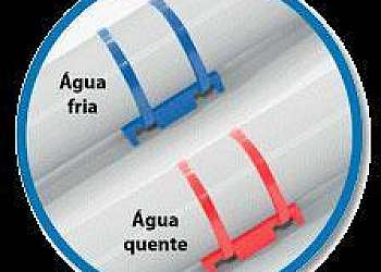 Abraçadeira plástica para tubos